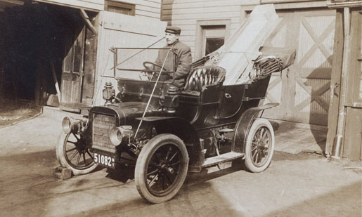 Nicholas M. Adema delivering furnace ductwork on West Balcom Street, Buffalo, NY - circa 1906